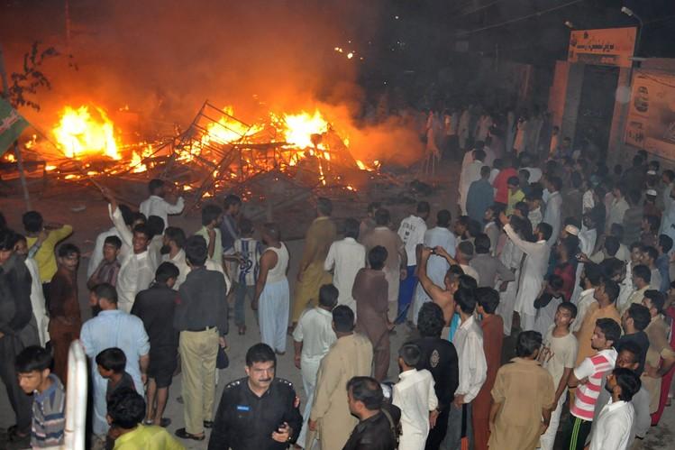 Mob Kills Three Ahmadis